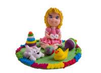 Сахарное украшение Девочка с игрушками